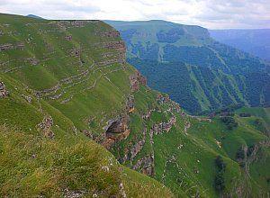 Чегемское ущелині і водоспади