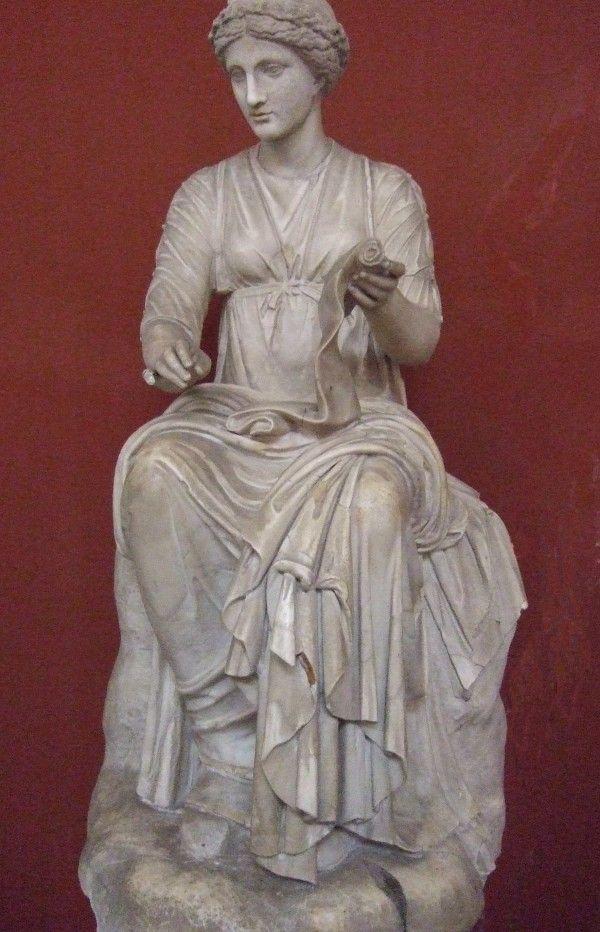 Кліо, Муза історії - статуя в Національному музеї Греції