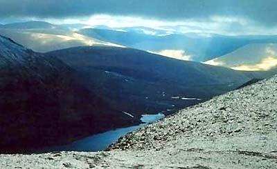 Блакитне Озеро зі схилу гори Народу.