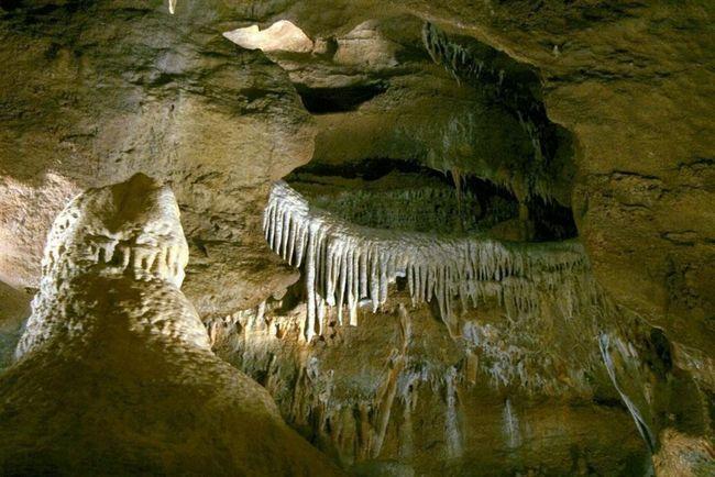 Конепрусскіе печери