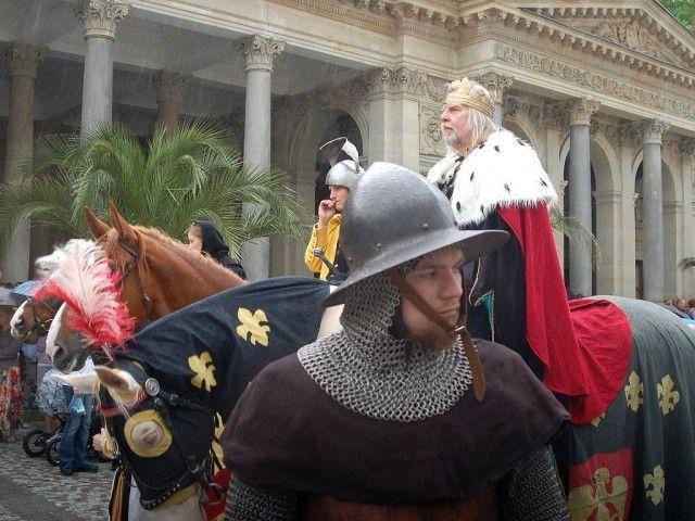 Історична процесія на чолі з Карлом IV