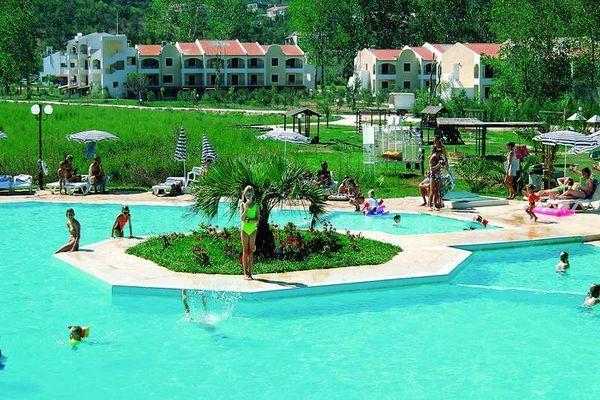 Дитячий басейн при готелі