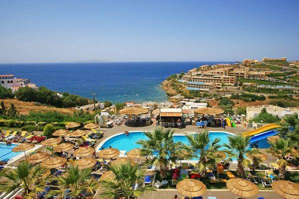 При готелі свій гальковий пляж