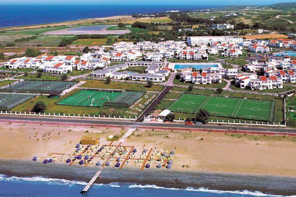 Готель має свій власний пляж