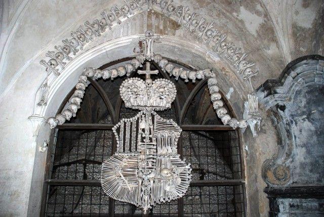 Унікальна церква з кісток в Чехії