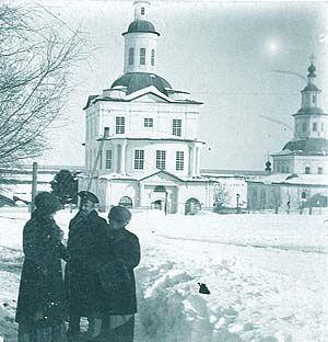 Покровська церква Усть-Сисольск. Знімок початку XX століття (праворуч видніється Троїцька церква)
