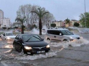 В анталії пройшли сильні зливи з градом