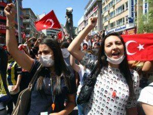 У стамбулі та анкарі тривають мітинги
