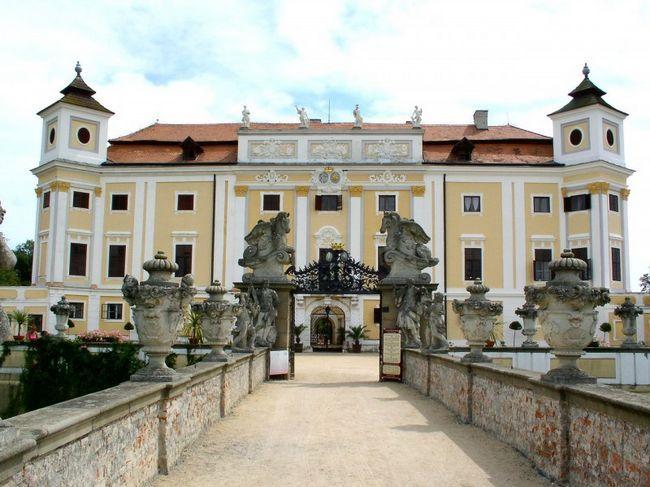Замок і парк мілотіце
