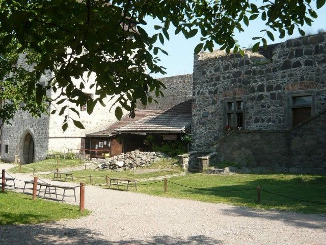 Замок Кунетіцка Гора (Hrad Kun tick hora)